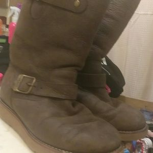 Chocolate brown authentic ugg boots!